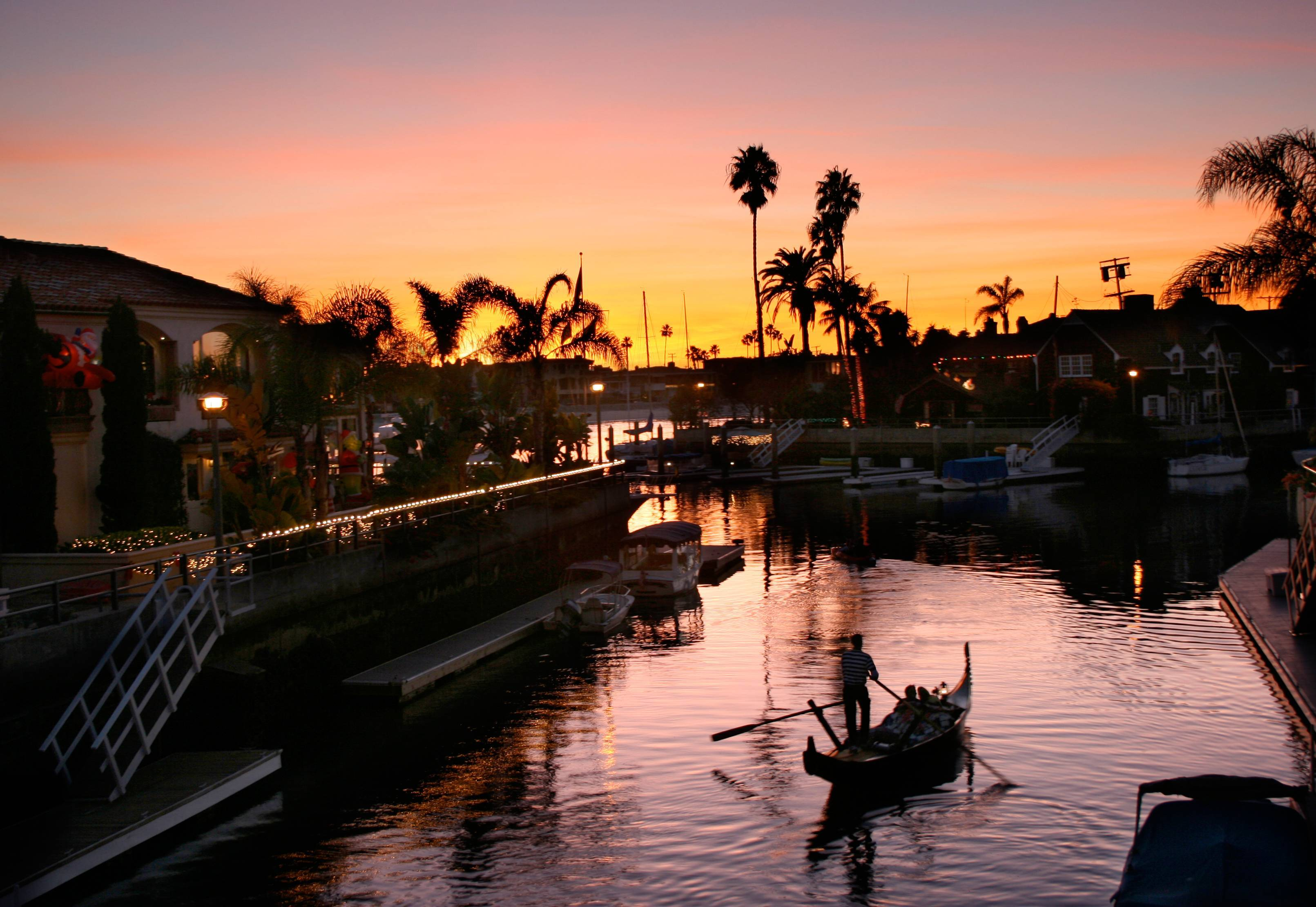 Naples Long Beach Christmas Lights 2018.Gondola Getaway Romantic Entertaining Cruises In The